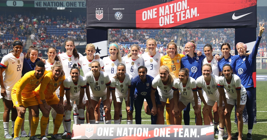Equal-Pay_US-Womens-World-Cup-Team_dreamstime_m_149139208